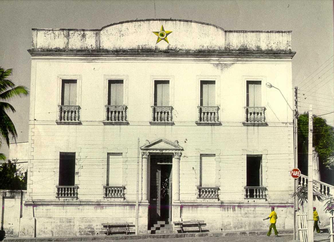http://www2.secult.ce.gov.br/patrimonio_material/barbalha/casa_CCB.jpg